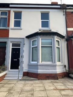 2 bedroom flat to rent - Flat 3, 66 Egerton Road