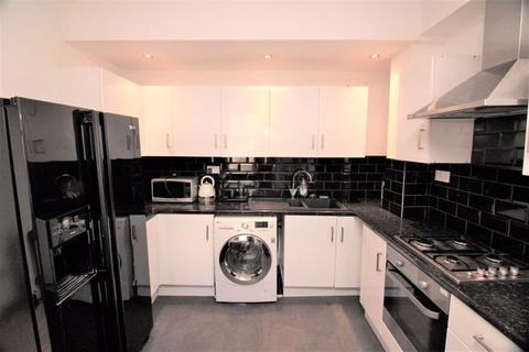6 bedroom terraced house to rent - Simonside Terrace, Newcastle Upon Tyne