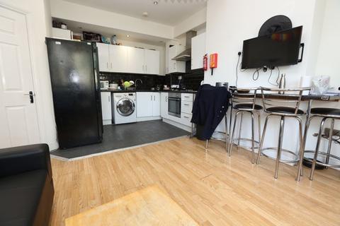 6 bedroom terraced house to rent - Simonside Terrace, Heaton