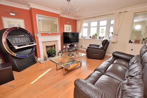4 bedroom semi-detached house for sale - PERFECT ANNEXE POTENTIAL! FOUR bedrooms, BAY fronted lounge, EXTENDED to rear!