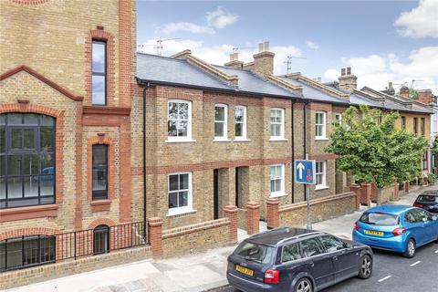 4 bedroom terraced house to rent - Cabul Road, London, SW11