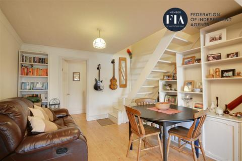 2 bedroom terraced house for sale - Windmill Road, Brentford