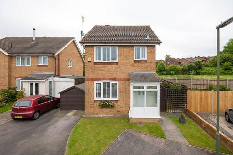 3 bedroom detached house to rent - Whitegate Way, Tadworth, KT20