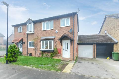3 bedroom semi-detached house for sale - Haig Drive, Cippenham