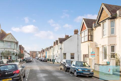 2 bedroom flat for sale - Payne Avenue, Hove, BN3