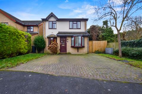 3 bedroom detached house to rent - Staffords Place, Horley