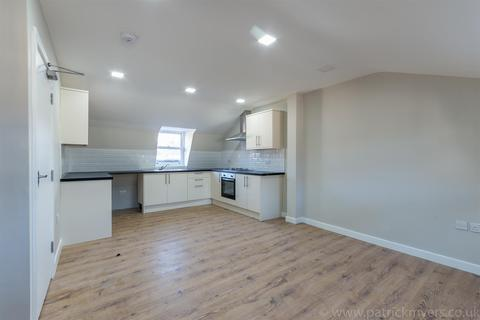 2 bedroom flat to rent - Crofts Court, London