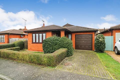 2 bedroom detached bungalow for sale - Austral Way, Althorne,