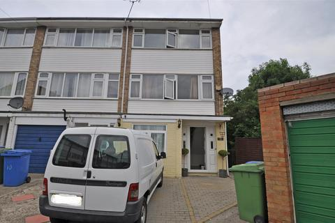 3 bedroom townhouse to rent - Romney Court, Sittingbourne