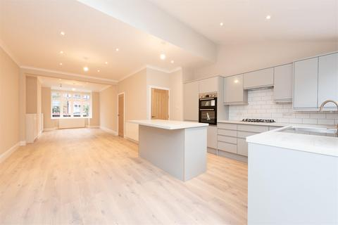 4 bedroom terraced house to rent - Wincanton Road, LONDON, SW18