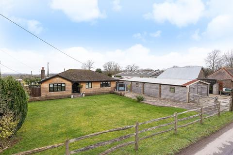 4 bedroom detached bungalow for sale - Greyfriars Lane, Storrington, RH20