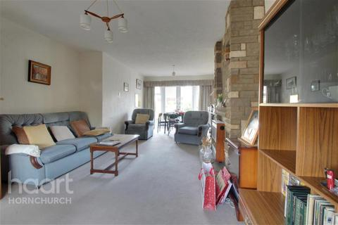 3 bedroom semi-detached house to rent - Surrey Drive, Hornchurch, RM11