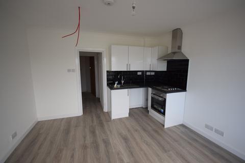 Studio to rent - 90 Chestnut road, Southampton, SO16 6BU