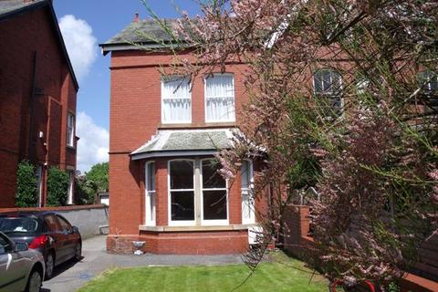 4 bedroom semi-detached house to rent - Clifton Drive, Lytham
