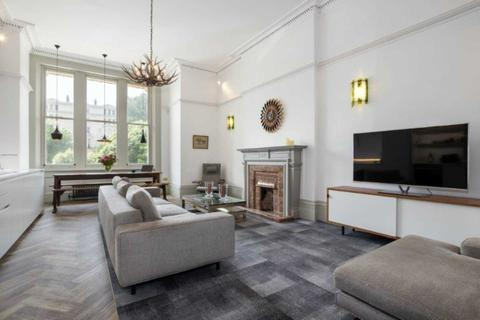 2 bedroom flat to rent - Palmeira Square, Hove