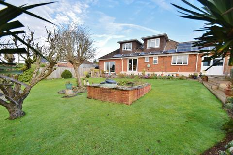 4 bedroom bungalow for sale - Olivers Battery