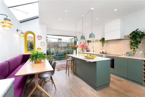 5 bedroom terraced house for sale - Valetta Road, London, W3