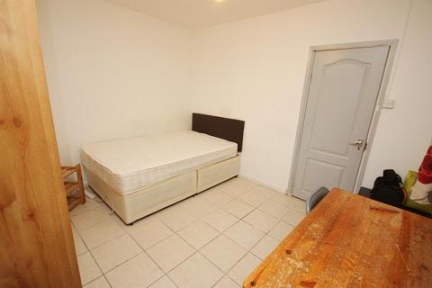 1 bedroom in a house share to rent - Old Oak Common Lane, East Acton, London, W3 7DW