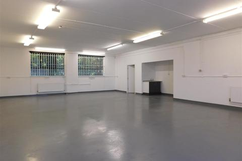 Warehouse to rent - Chester Road, Manchester