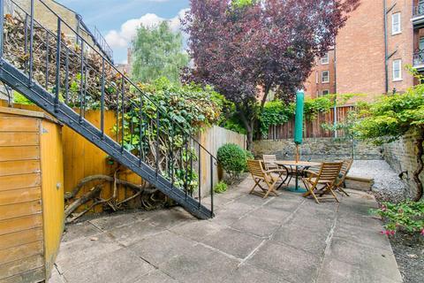 2 bedroom flat to rent - Auriol Road, London, W14