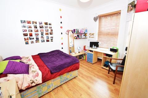 5 bedroom house to rent - Standish Road, Manchester