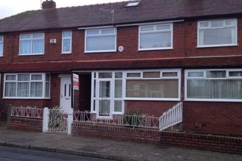 3 bedroom property to rent - 4 Gair Rd, Reddish, SK5 7LF