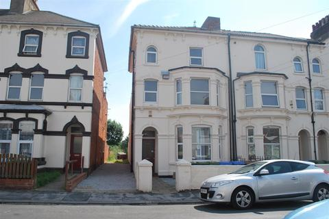 1 bedroom end of terrace house for sale - Princes Avenue, Withernsea