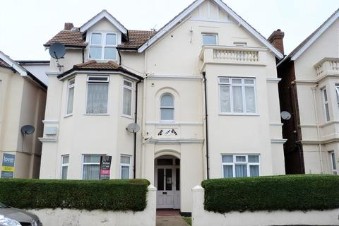 Studio to rent - Cecil road, Bournemouth, BH5