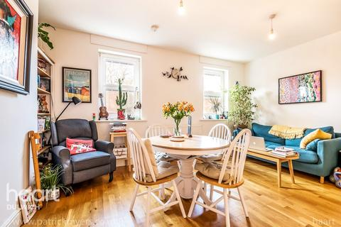 2 bedroom flat for sale - Melbourne Grove, London