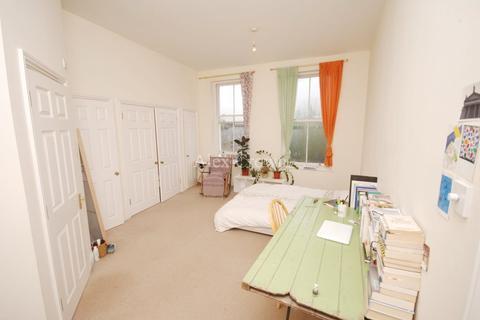 2 bedroom flat to rent - King Edwards Road, Hackney