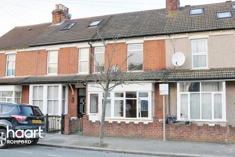 3 bedroom terraced house for sale - Vine Street, Romford