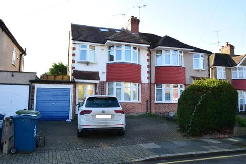 4 bedroom semi-detached house to rent - Worple Close, Rayners Lane