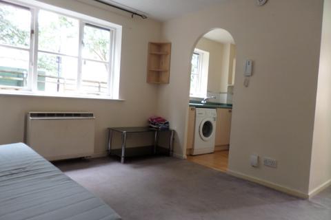 Studio to rent - Somerset Gardens N17