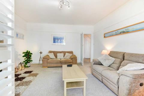 1 bedroom flat to rent - Langdale Seaside Apartment with Parking