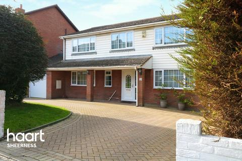 5 bedroom detached house for sale - Seaside Avenue, Sheerness