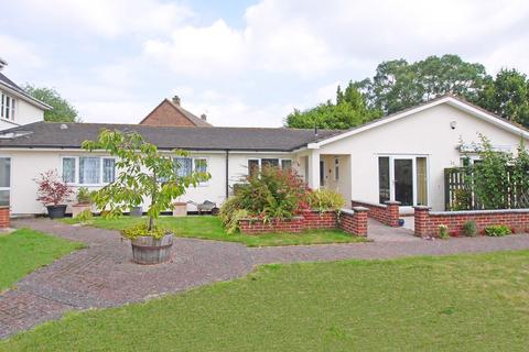 2 bedroom semi-detached bungalow for sale - Limes Court, Exminster