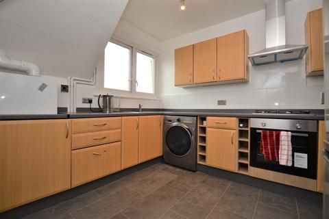 3 bedroom flat to rent - St. Mildreds Road London SE12