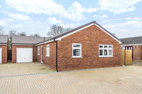 3 bedroom detached bungalow for sale - Vandyke Close, Woburn Sands, Milton Keynes, Buckinghamshire, MK17