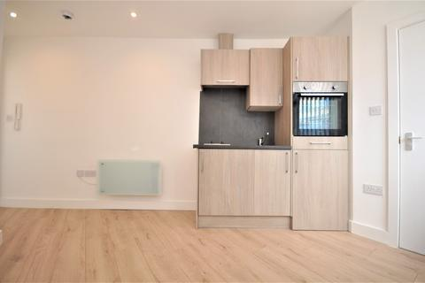 Studio to rent - Burlington Road, New Malden