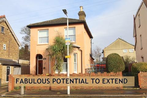 3 bedroom detached house for sale - Carlisle Road, Romford