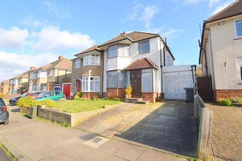 3 bedroom semi-detached house for sale - Fairford Avenue, Old Bedford Road Area, Luton, Bedfordshire, LU2 7ER