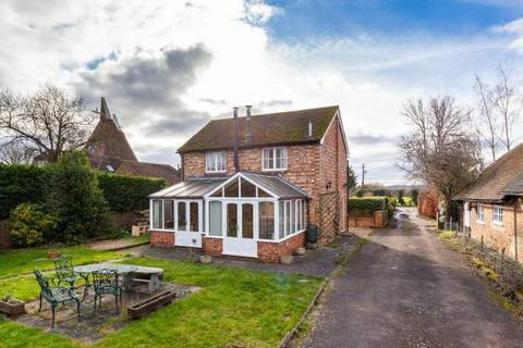 2 bedroom detached house for sale - Thorn Road, Marden, Kent TN12 9LJ