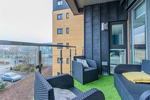 2 bedroom flat for sale - Empire Way, Cardiff