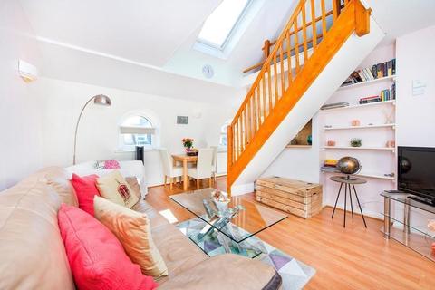 2 bedroom flat to rent - Russell Gardens, West Kensington, W14