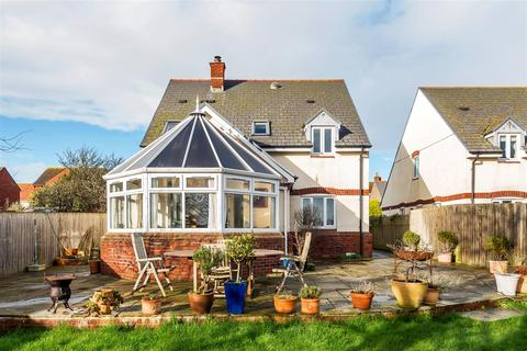 3 bedroom detached house for sale - Tucked away in Chickerell