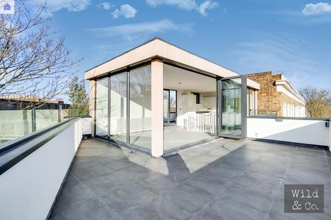 3 bedroom flat for sale - Blurton Road, Hackney