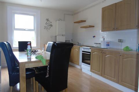 4 bedroom flat to rent - Silver Street, EN1