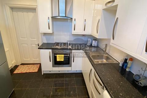 4 bedroom flat to rent - Church Street, Enfield