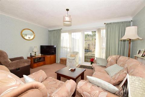 3 bedroom terraced house for sale - Navarre Gardens, Romford, Essex