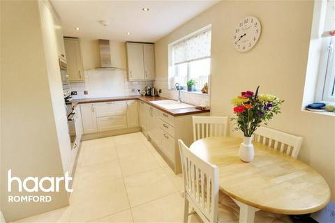2 bedroom end of terrace house to rent - Tring Gardens - Harold Hill - RM3